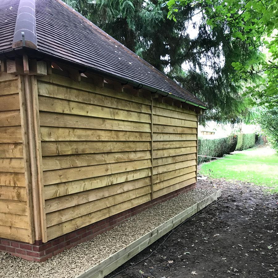 New oak garage at Malvern Garden Buildings Wiltshire
