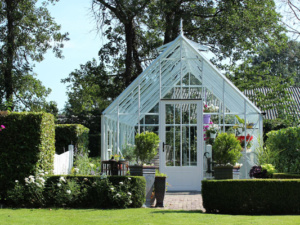 Choose the perfect greenhouse