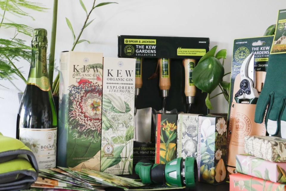 Malvern Garden Buildings' Christmas at Kew Giveaway