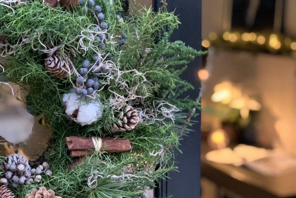 Justin Coakley's (Design at Nineteen) Garden Studio all styled up for Christmas in his signature monochrome interior style. Garden Escape by Malvern Garden Buildings
