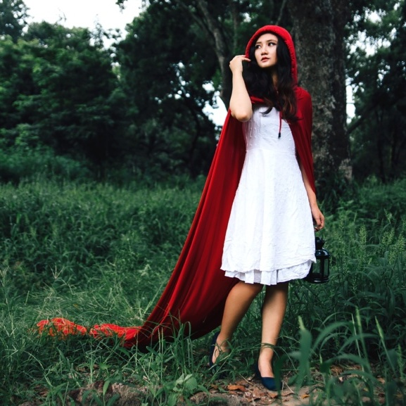 Cottagecore fashion - fairytale red riding hood outfit